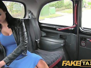 FakeTaxi: Sex starved career..