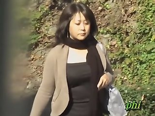 Plump Japanese MILF recorded..