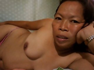 FILIPINA GRANDMA SHOWING HER..