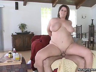 Fatty Lisa Sparxxx pleases..