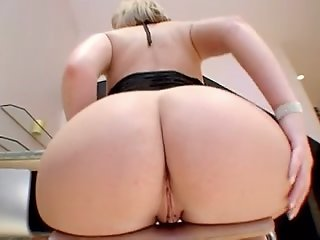 Large booty mommys
